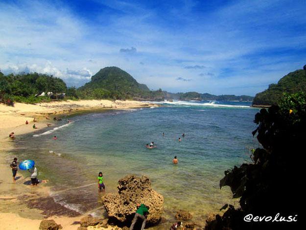pantai goa cina kabupaten malang 1